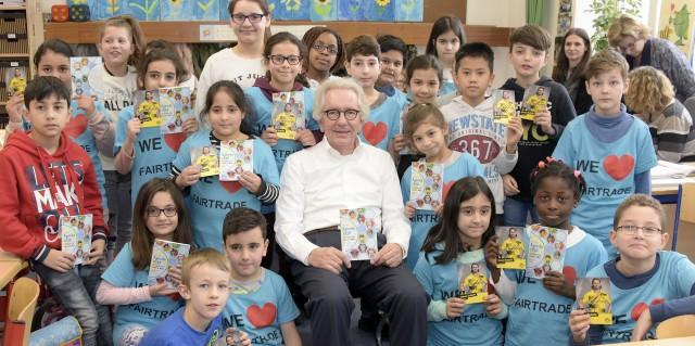 Minister Holthoff-Pförtner stellt Kinderbuch der Landesregierung vor