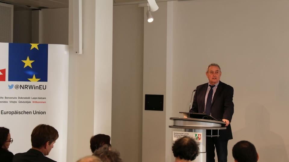 der Parlamentarische Staatssekretär Horst Becker als Präsident des Europäischen Netzwerks der Gentechnikfreien Regionen