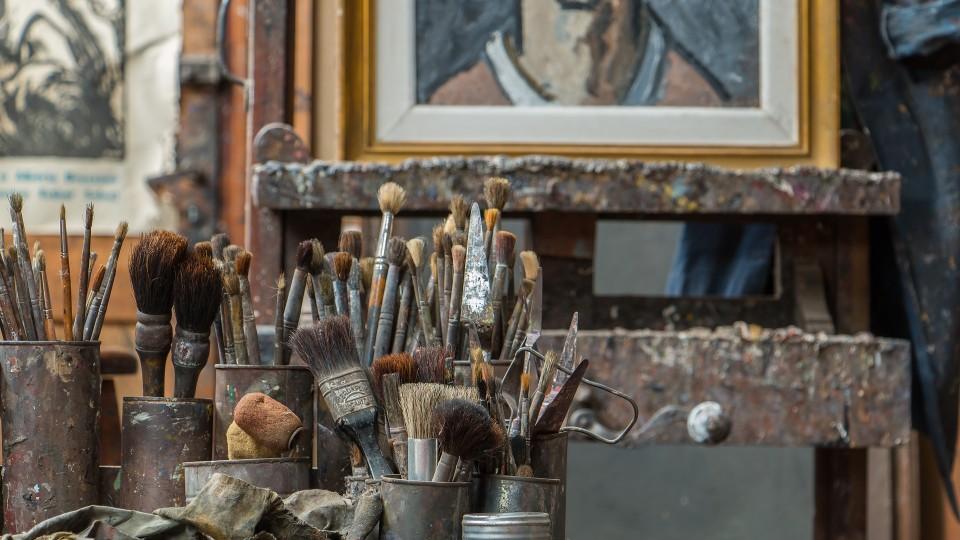 Atelier mit Pinseln