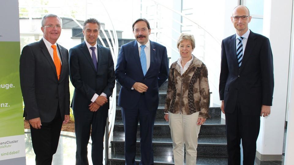 Ministerin und niederländische Delegation besuchen Fraunhofer Institut in Dortmund