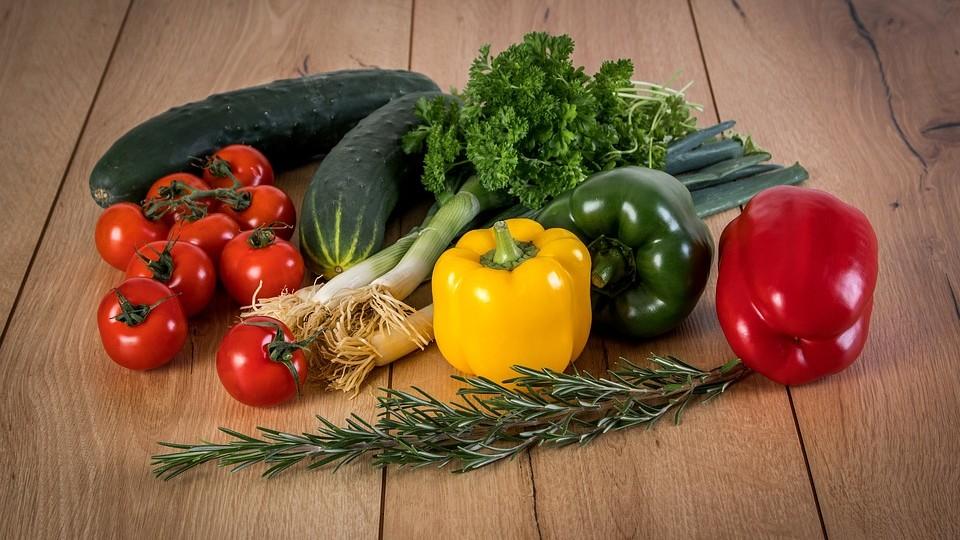 Gemüse Paprika Lauch Tomaten Petersilie Gurken