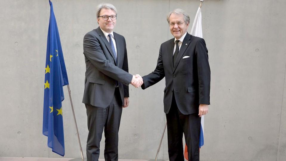 Staatssekretär Dr. Marc Jan Eumann beim Slowakischen Botschafter Dr. Peter Lizák